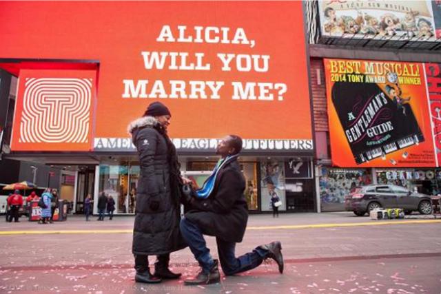 NYのバレンタインデー、タイムズスクエアのハートオブジェなど観光客向けサイト公開