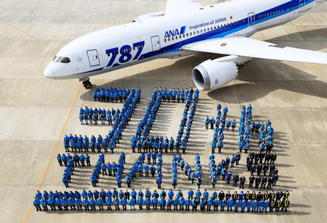ANA、国際線30周年で記念企画、CA歴代制服や機内サービスの復刻など