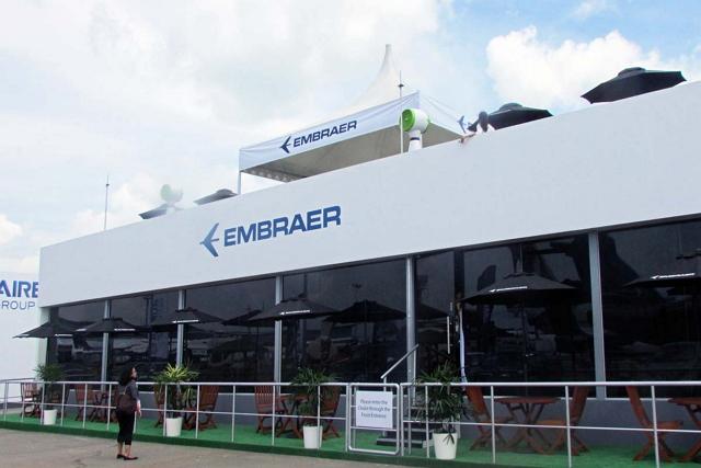 エンブラエルのブースを訪ねたが、E2シリーズの展示はなかった
