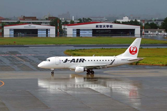 JALグループが大阪・伊丹空港をベースに運航するエンブラエルERJ170