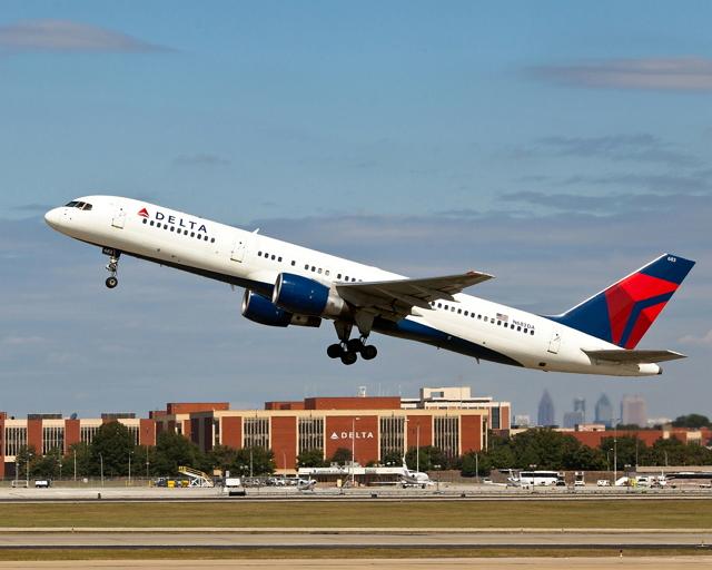 デルタ航空CEOが声明、幹部の給与カットやラウンジ閉鎖、キャッシュ保全へ新型機調達など全投資を延期