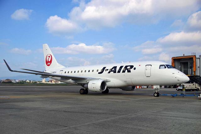 ジェイ・エアが主力機材として運航する76人乗りのエンブラエルE170