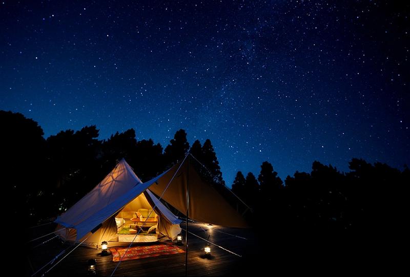 栃木に高級キャンプ場、テント内でベッドやソファーを利用可能に -ツインリンクもてぎ