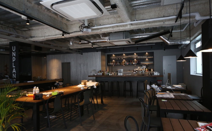 東京・神楽坂にお洒落ホステル、カフェラウンジ併設でドミトリーやファミリールームを提供