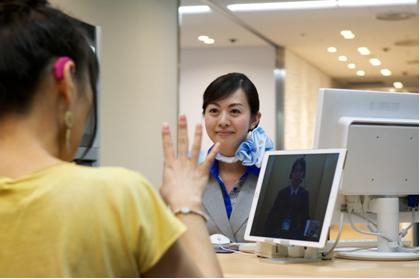 ANA、ユニバーサルサービス拡充を発表、羽田空港で遠隔手話通訳や金属不使用の車いす導入