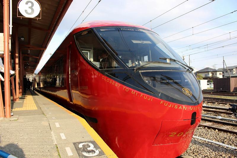 富士山を眺める新たな観光列車デビュー、富士急行が目指す地域の価値向上を取材してきた