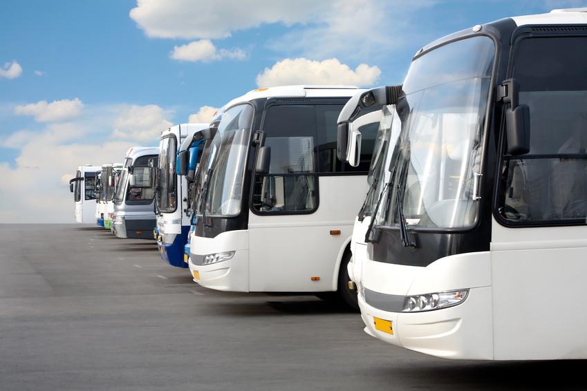 貸切バス事業者の行政処分基準を更新、重大事故発生時は違反点数に関わらず事業許可取消しを可能に ―国土交通省