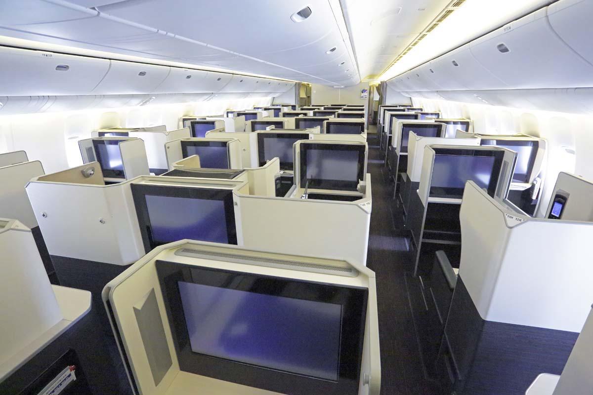 長距離国際線に導入された豪華個室ブース型の「SKY SUITE 777」