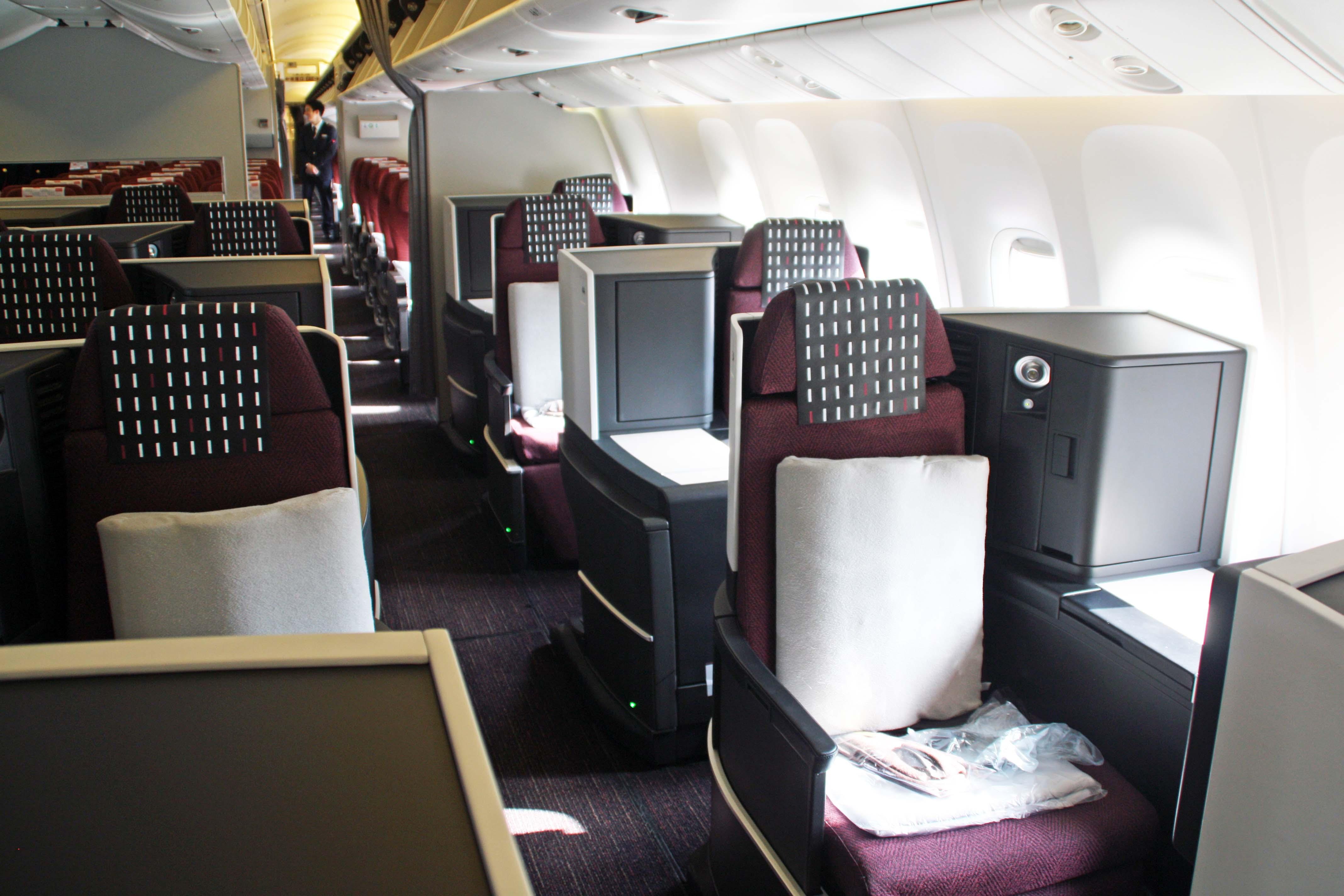 東南アジアなど中距離国際線用シート「SKY SUITE 767」はスタッガード型を採用