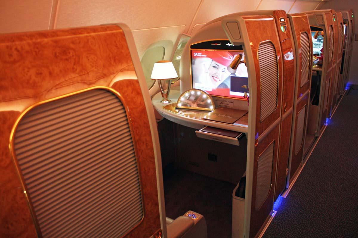 エミレーツ航空はA380に豪華な個室型ファーストクラスを導入