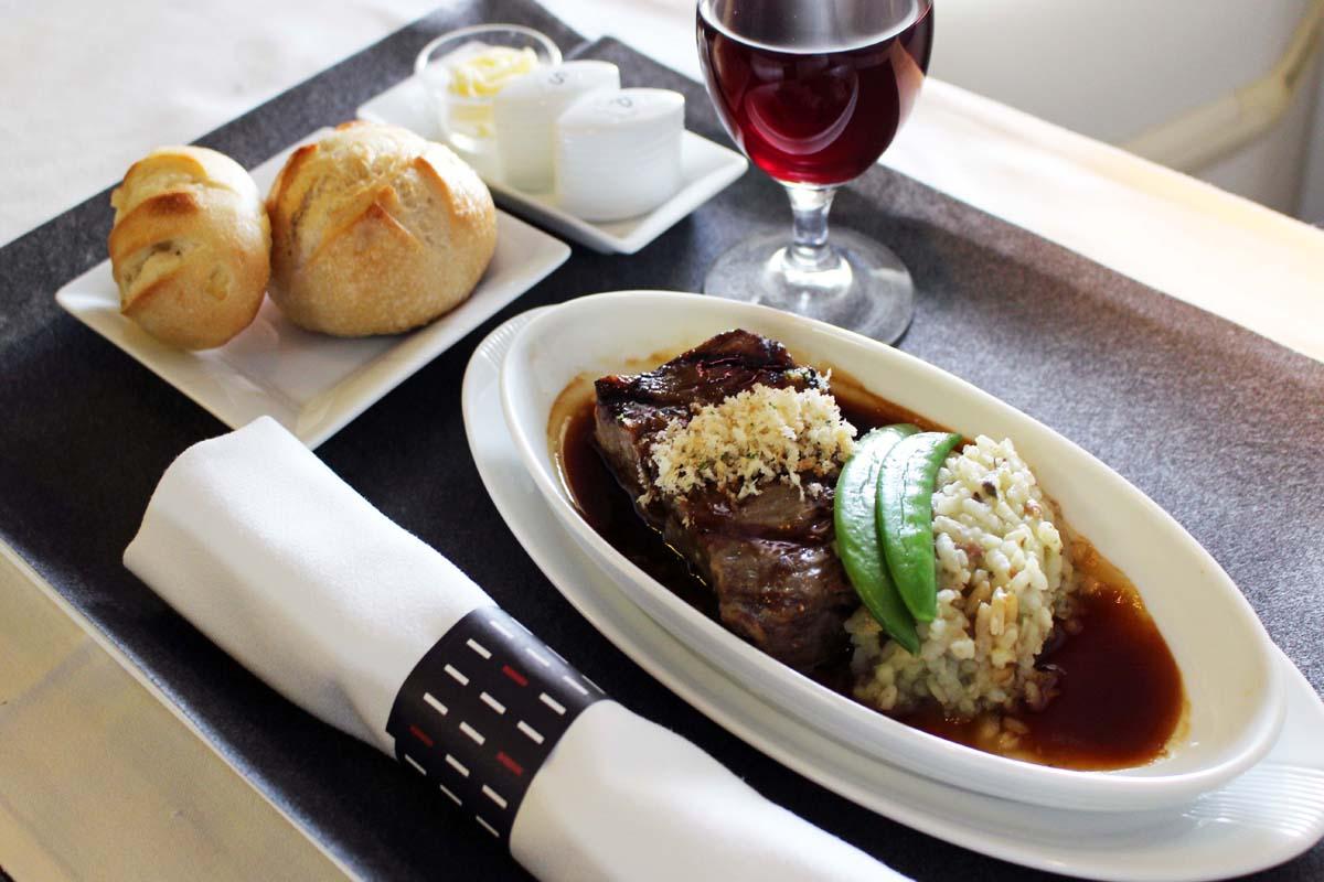 南麻布の人気レストラン『山田チカラ』のオーナーシェフ、山田チカラさんの洋食メニューも人気だ