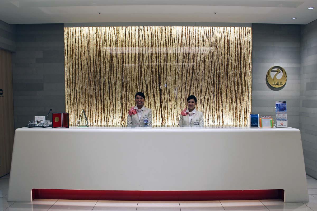 羽田空港国際線ターミナル本館に今年4月にリニューアルオープンしたJAL「サクララウンジ」のエントランス