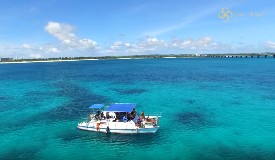 【旅に出たくなる動画シリーズ】  ドローン空撮の沖縄・宮古島、隠れ家的ビーチから観光名所まで鳥の目線で