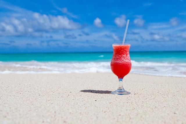 エクスペディア、夏休みの海外予約トップは今年も「オアフ島」、ドバイが約3倍に急上昇