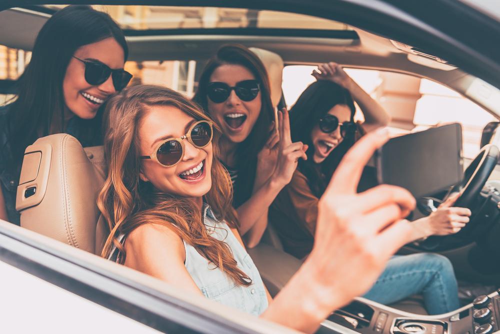 訪日外国人のレンタカー利用率は12%、沖縄は61%、観光庁が「道の駅」を対応拠点化へ
