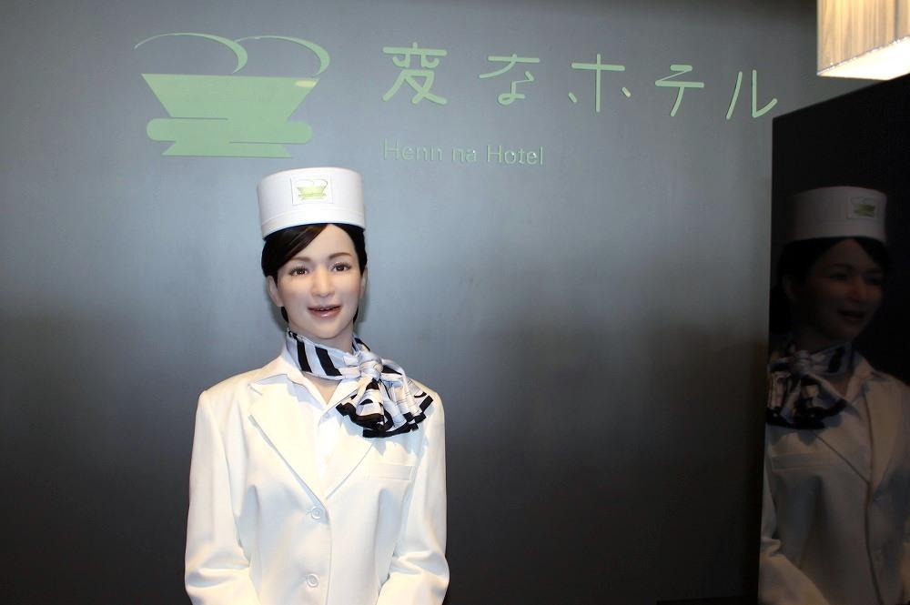 「変なホテル」の開業1年の成果を聞いてきた、ロボット数は倍増でスタッフ(人間)は3分の1に縮小、生産性は倍以上に