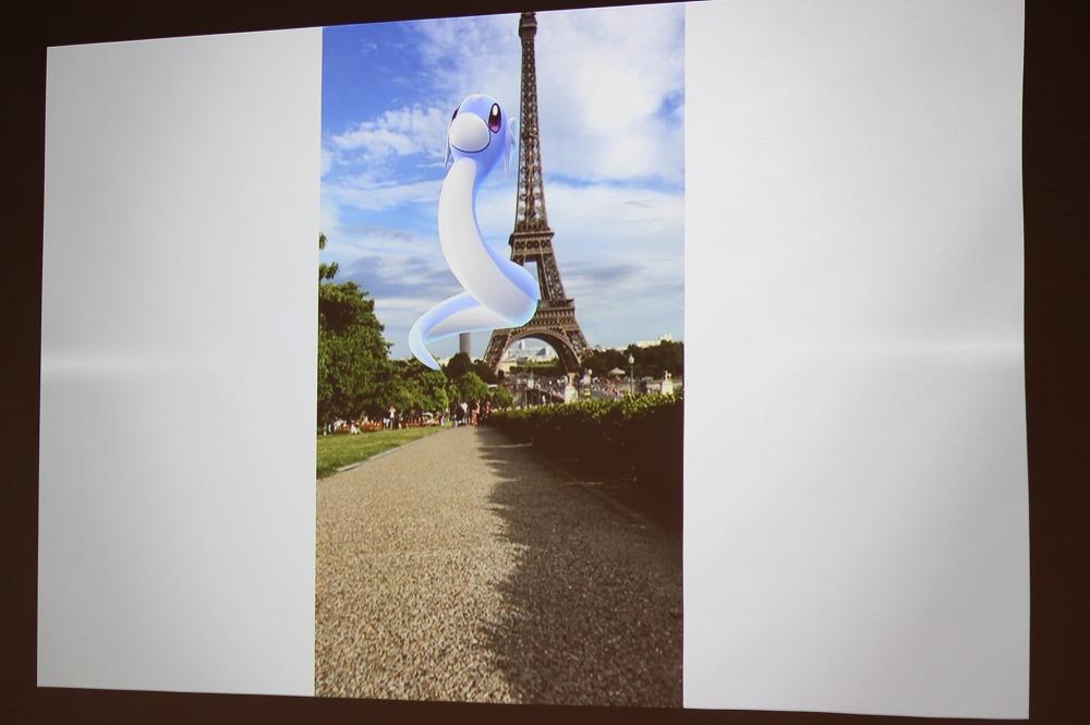 エッフェル塔とポケモン ※欧州限定の「バリヤード」は冒頭の写真内
