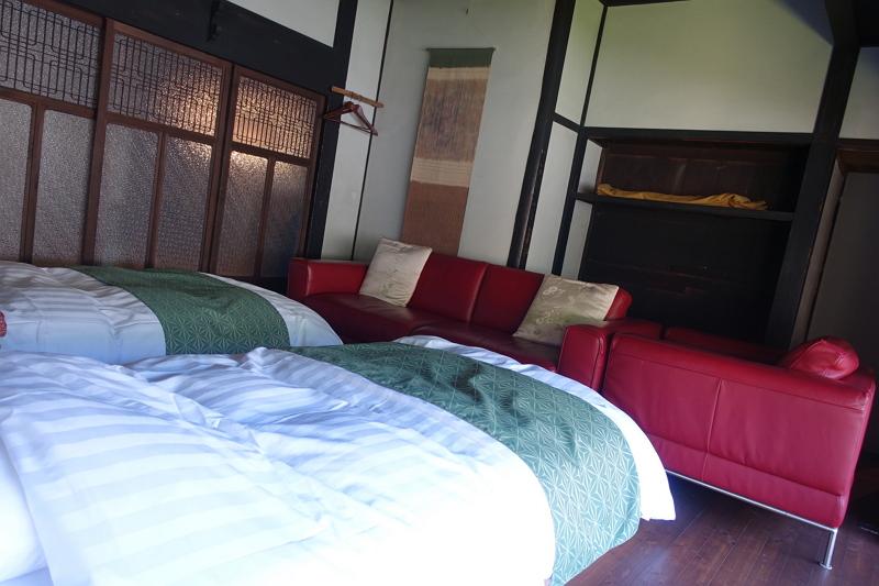 再生古民家「ほの穂」の洋室ベッドルーム。このほか、洋室1室、和室3室、ダイニングルームがある。