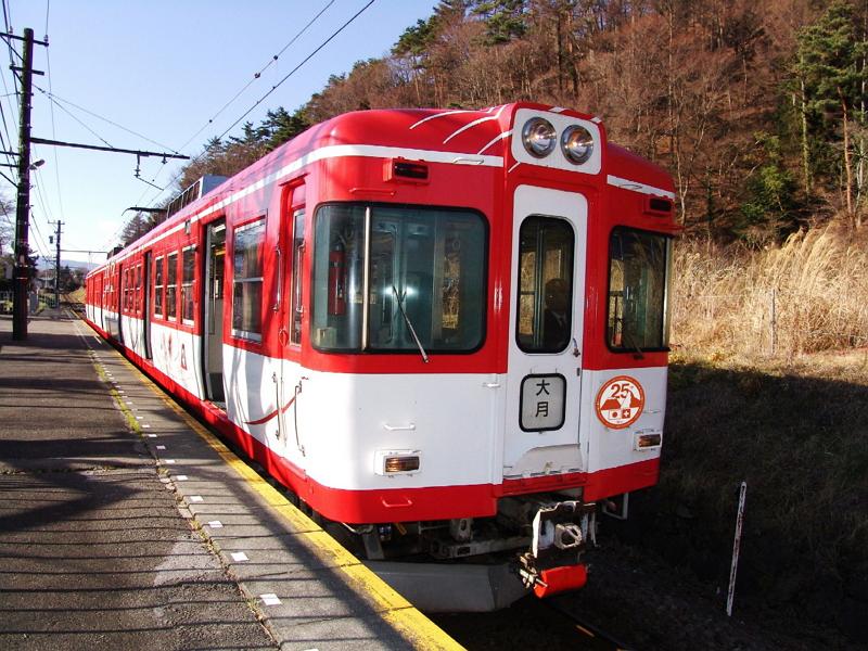 富士急行がラッピング列車「マッターホルン号」運行へ、スイスMGB社との姉妹鉄道25周年記念で