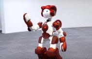 多言語接客ロボットが外国人に列車・駅案内、JR東日本と日立製作所が東京駅で実証実験 【動画】