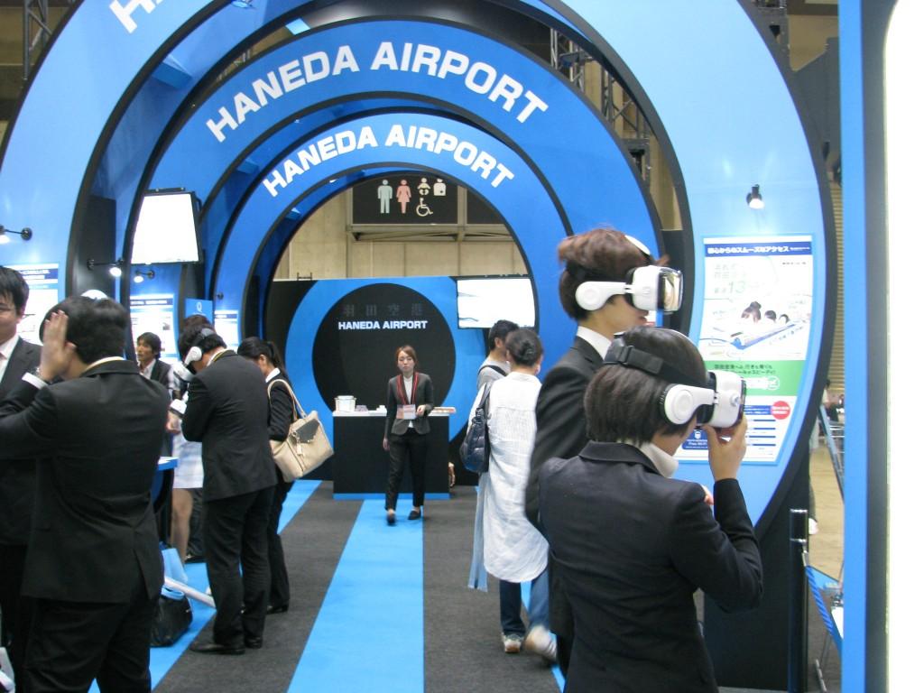 羽田空港は、空港内のサービスを体感できるVR
