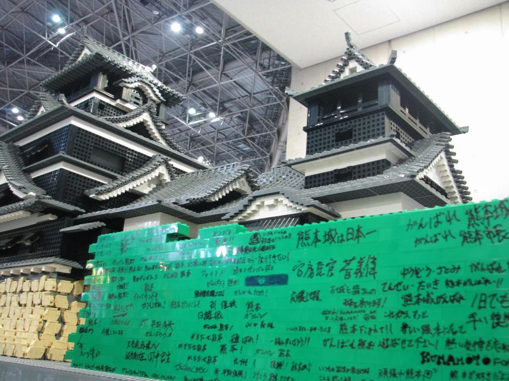 九州応援企画としてレゴブロックで熊本城を再現。チャリティとしてレゴ1個100円で参加できるようにした。