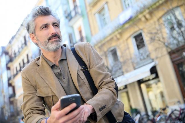 旅好きシニアは海外でスマホ駆使、海外SIMや配車アプリ「Uber」なども利用 -アップルワールド調査