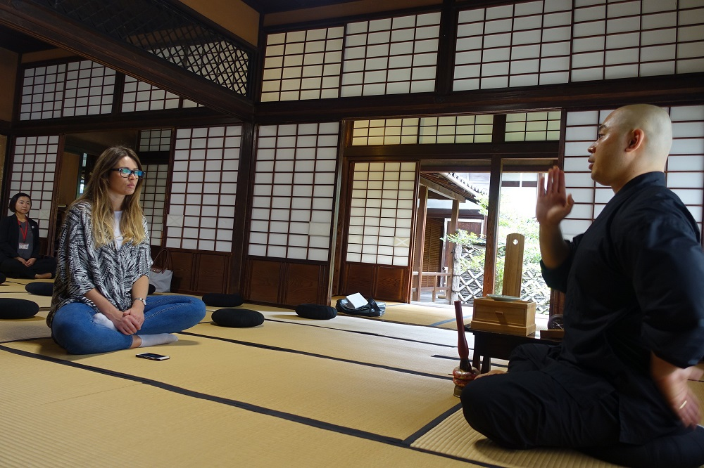 妙心寺春光院で座禅体験
