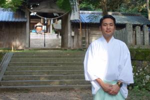 竹野神社禰宜の櫻井祐策さん。竹野神社の祭神は天照大神、通称斎宮という