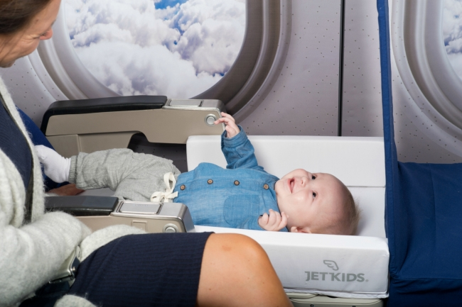 飛行機や列車でベッドに早変わりする子供用スーツケース、日本国内で発売開始に