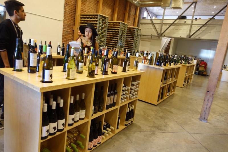 DTLAのワインセラー。街には感度の高い人たちが集まりそうなショップも多い