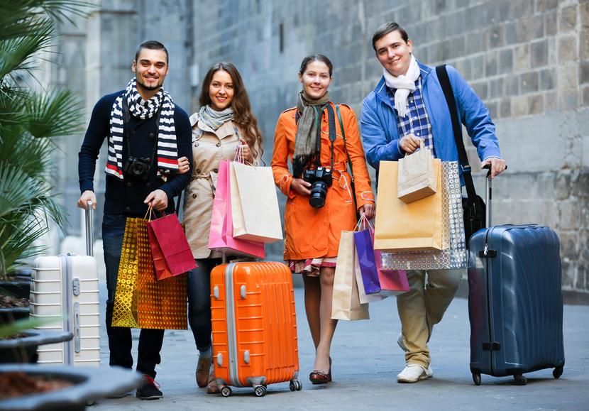 タビナカ荷物預かり・配送をスマホで管理、新サービス「ツアーベース」登場、貸しWi-Fiルーターのビジョン社らが共同出資