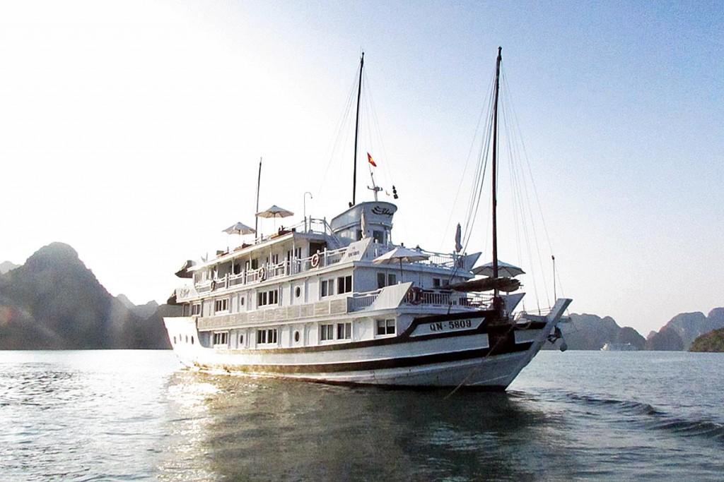 20の客室を備えたグルーズ船で1泊2日の旅がスタート