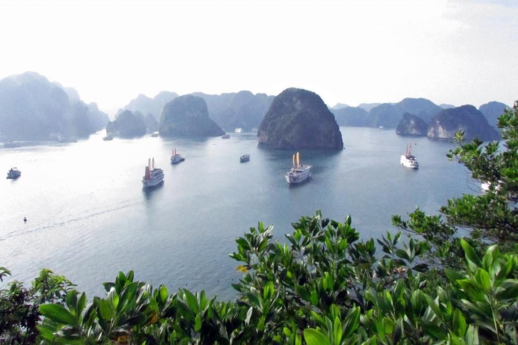1994年にユネスコ自然遺産に登録されたハロン湾