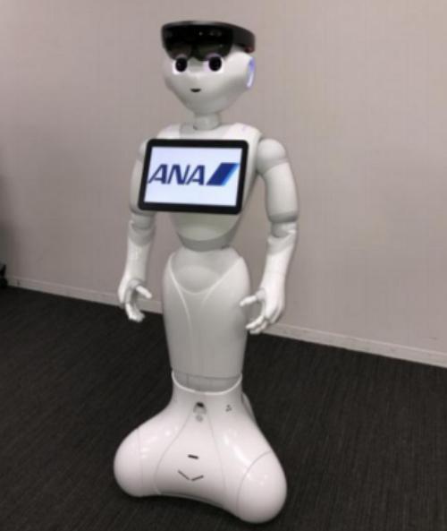 自分で走る人型ロボットが空港係員に、出発ロビーの案内業務など宮崎空港で検証開始 ―ANAなど