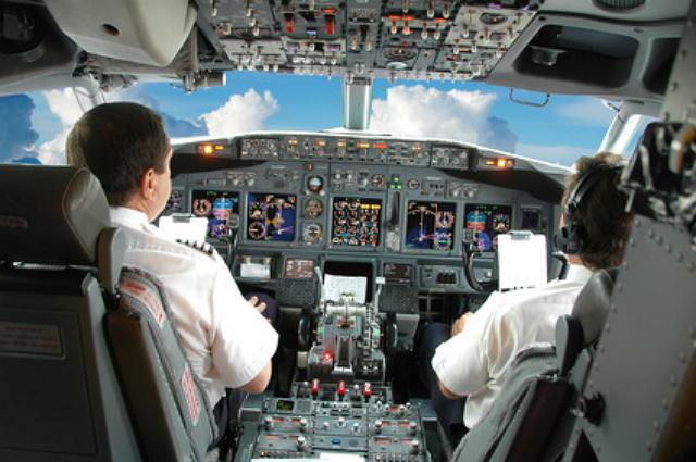 国交省、パイロット養成で制度変更、自衛隊の定年パイロットを対象に