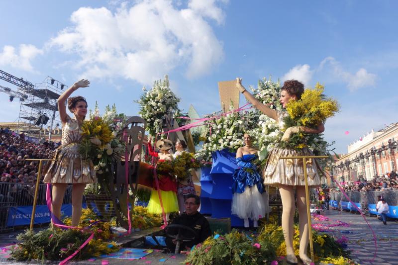 世界の観光客が集結した南仏ニースのカーニバルとは? テロ後の初開催で成功に終わった舞台裏を取材した