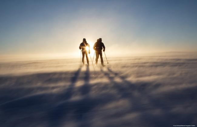 ローソン子会社がナショナルジオグラフィック社と体験ツアーを開発、冒険家など専門家同行の特別体験で