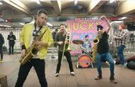 ニューヨーク地下鉄でプロミュージシャンが生ライブする動画、NYCらしい文化を体感 【旅に出たくなる動画シリーズ】