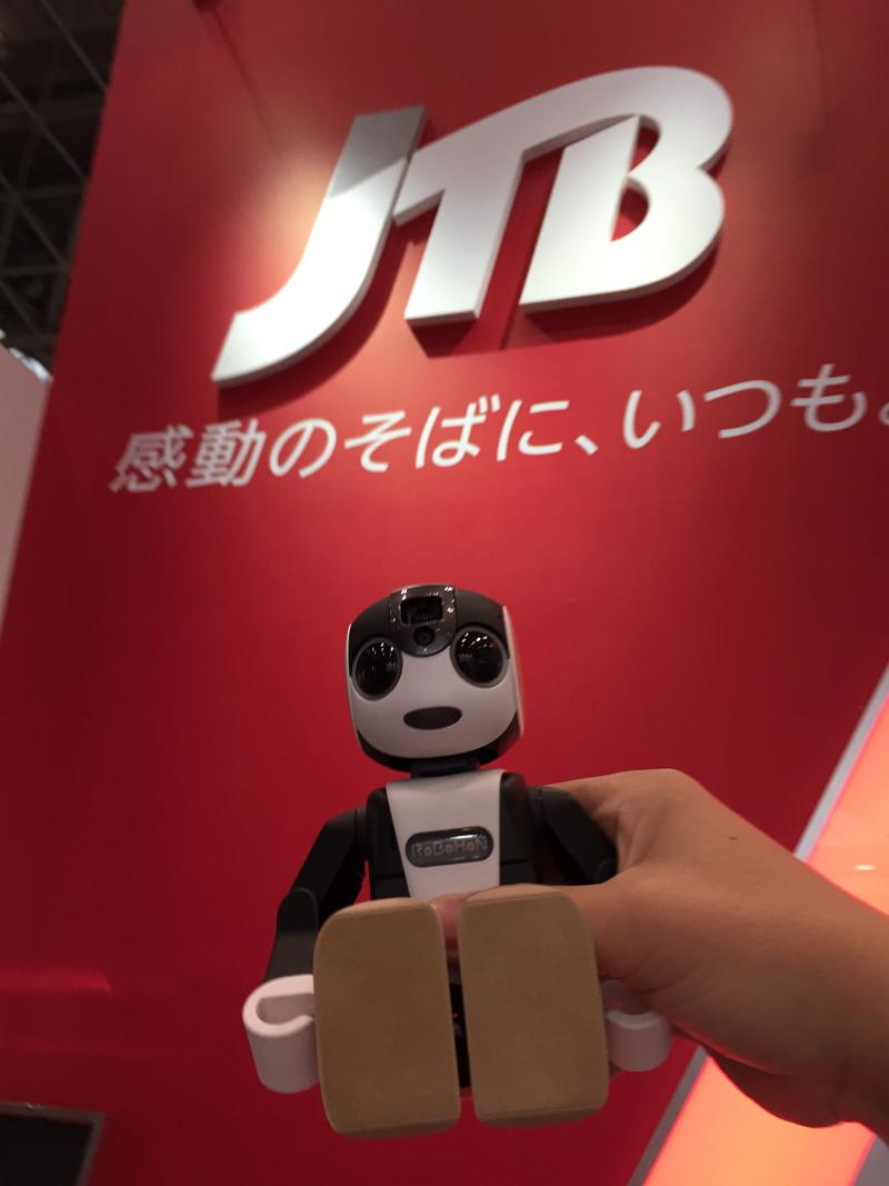 JTB、シャープの人型ロボット電話「ロボホン」の公式開発パートナーに、店頭サービスなどに活用へ