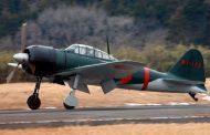 「零戦」が約70年ぶりに東京湾を里帰り飛行、「平和への想い」を込めレッドブル・エアレースで
