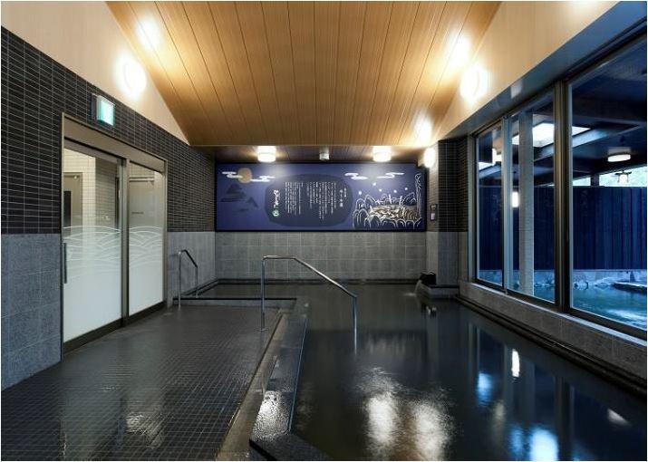 愛媛県八幡浜市に「黒い温泉(モール泉)」が湧出、地元商店街が「黒」に特化したキャンペーン実施