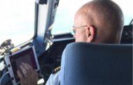 LCCピーチ、パイロットの機内マニュアルを完全電子化、紙の廃止で年間90トンのCo2排出量削減へ
