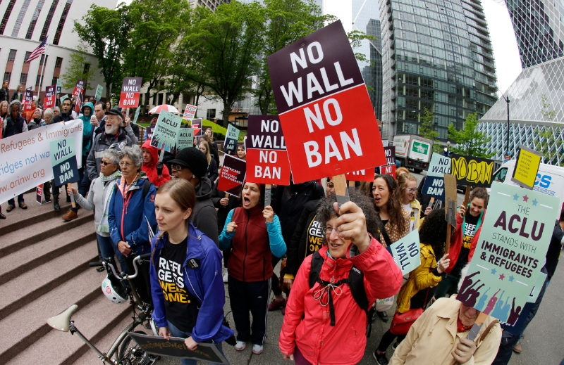 米国の入国規制が一部復活へ、混乱回避の具体策は不明瞭、入国管理の現場にも困惑広がる