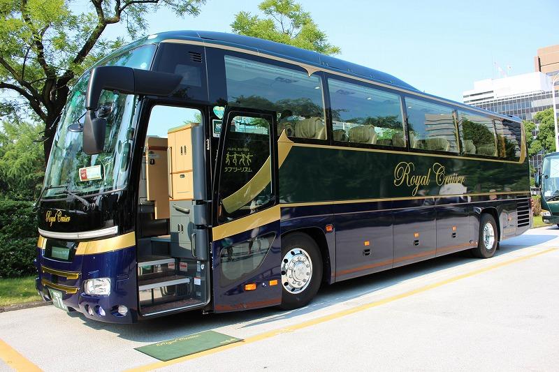 進化する豪華バスツアーは「個人対応」がカギ、全席にiPad・ロッカーを搭載したクラブツーリズムの最新車両を取材した