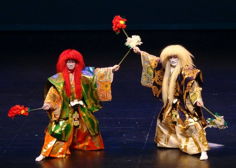 外国人旅行者向けに「歌舞伎ディナーショー」、料理付きで解説と演舞を披露