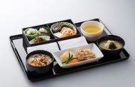 ANA、機内食サービスを刷新、昼食時間帯の拡大やエコノミー席で日本酒の提供など【写真】