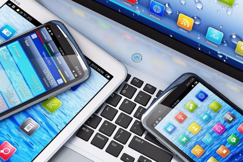 スマホのネット利用者がPCピーク時を上回る、市場浸透がひと段落、今後はサービス提供側の競争激化か