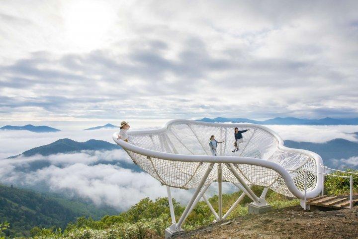 星野リゾート、北海道トマムの「雲海テラス」で新展開、「雲海露天風呂」や200名座れるベンチなど【画像】