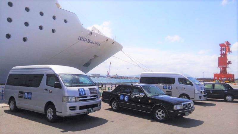 外国人クルーズ客に「AI運行バス」、最適な時間とルートで相乗り移動、寄港地でNTTドコモらが実証実験
